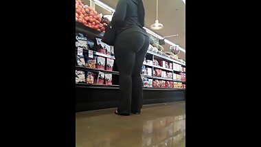 THICK ASS TALL EBONY IN SPANDEX CANDID