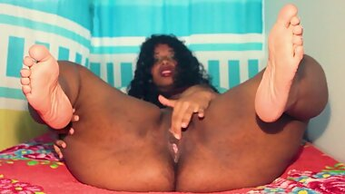 Horny ebony milf shaking her sexy feet and hold them on air while she fingers her wet pussy